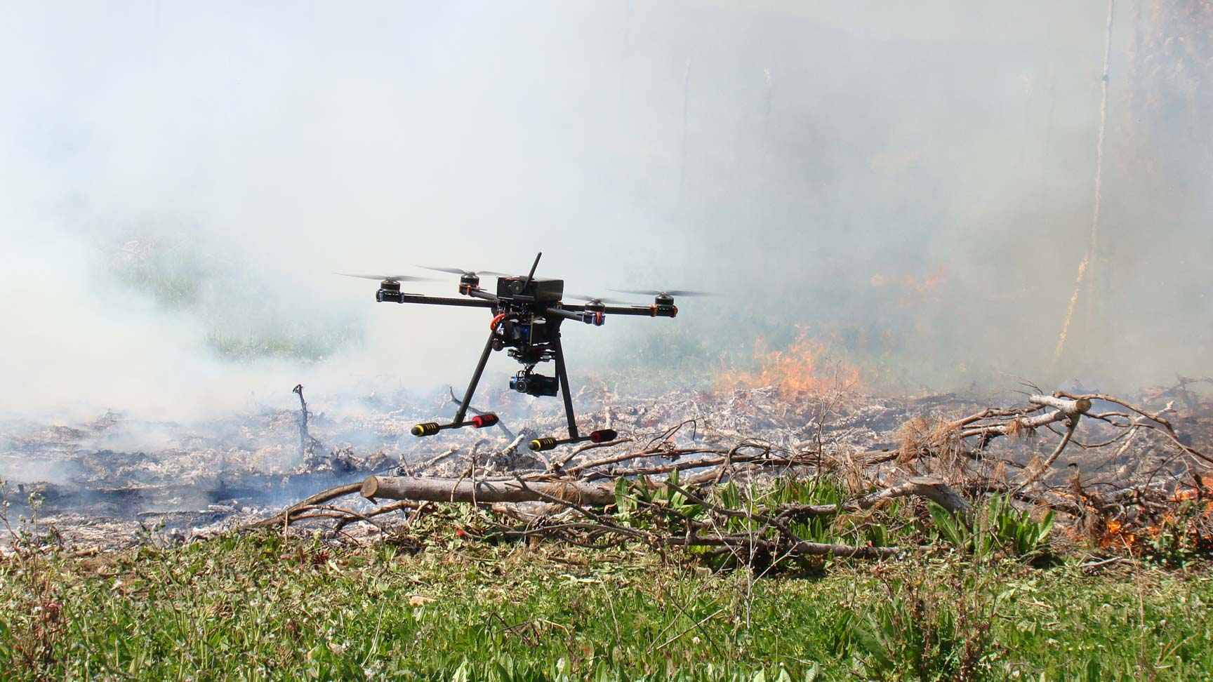 Foto3: Medición y monitoreo del fuego mediante sensores de infrarrojo ubicados en un dron.